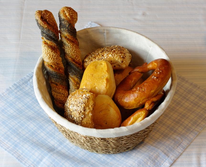 canasta con pan