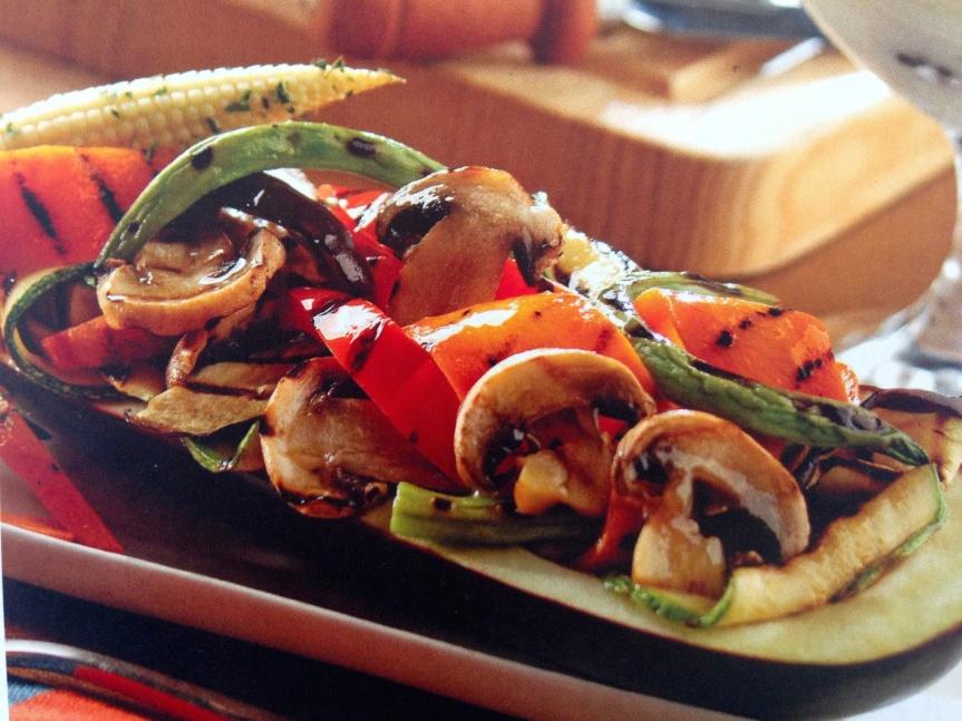 Berenjena rellena de verduras convinagreta