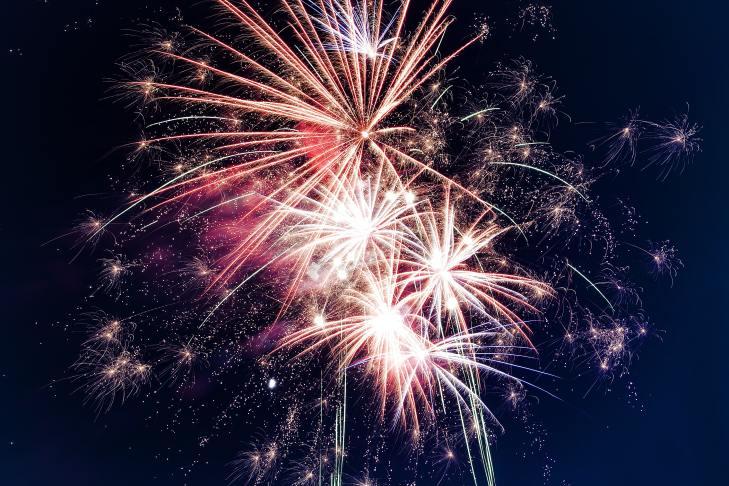 Fuegos pirotécnicos festejando Año Nuevo
