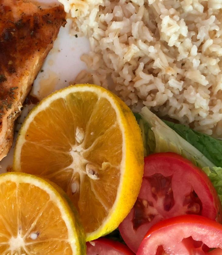 salmón con naranja y chipotle